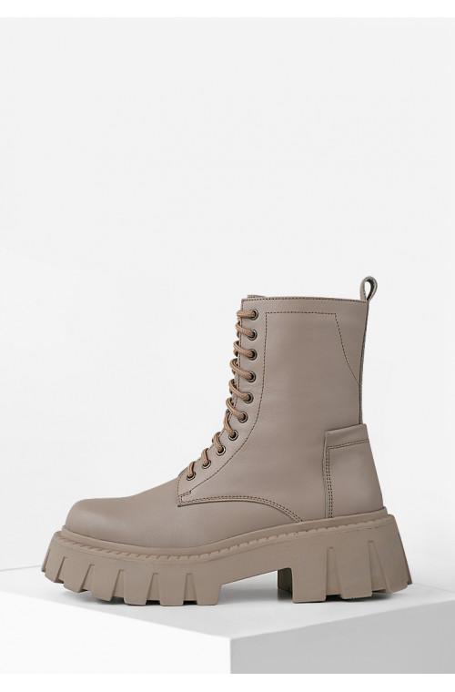 Стильные высокие бежевые ботинки из натуральной кожи на платформе