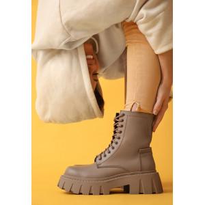 Стильные высокие бежевые ботинки из натуральной кожи