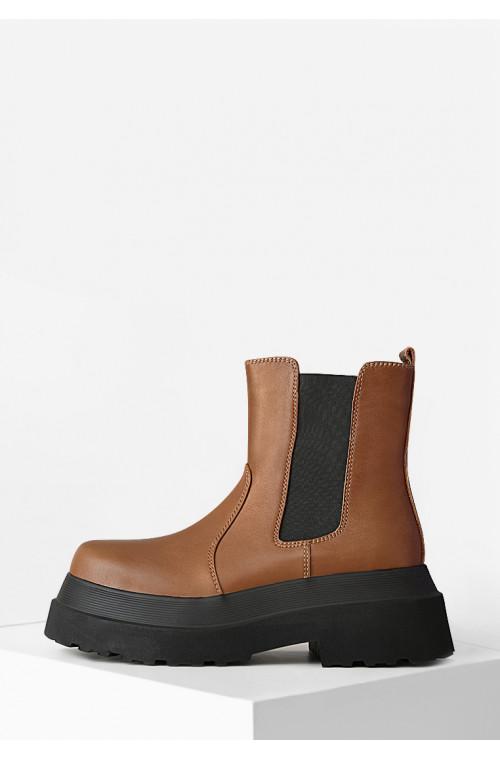 Кожаные коричневые ботинки женские без застежек на платформе