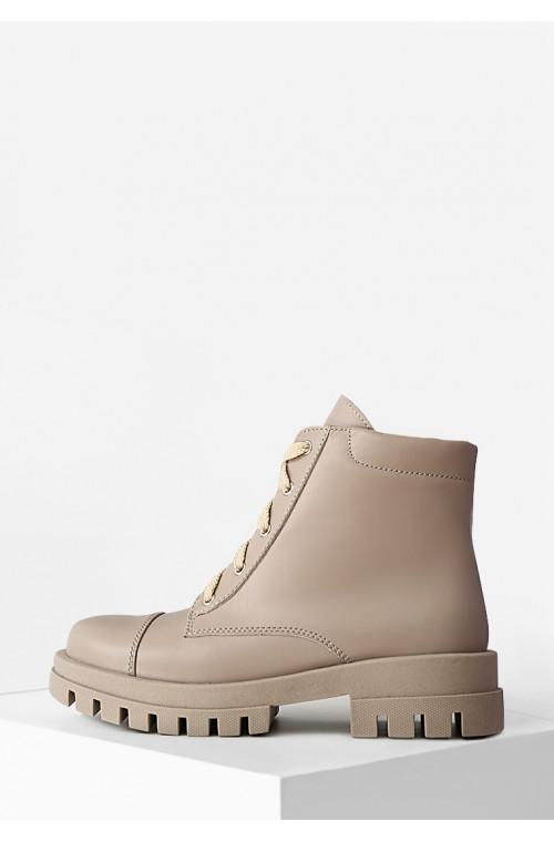 Демисезонные ботинки бежевого цвета из натуральной кожи