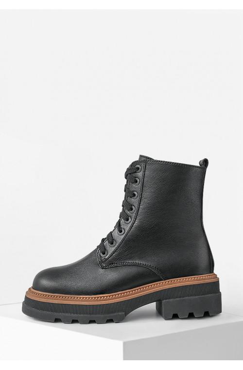Теплые кожаные зимние ботинки черного цвета на низком ходу