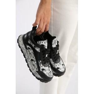 Кожаные темные кроссовки с принтом