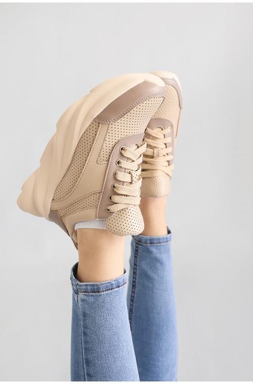 Кожаные женские кроссовки бежевого цвета