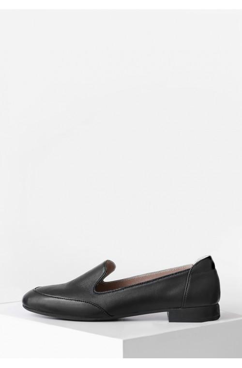 Классические кожаные закрытые туфли на низком ходу