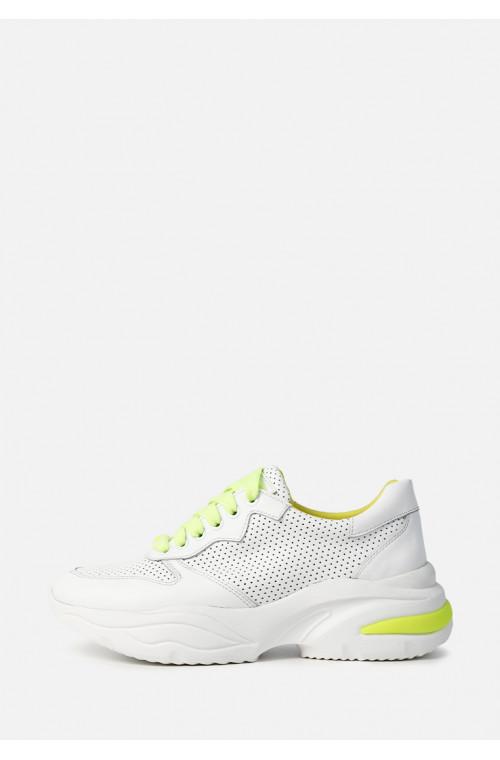 Кожаные белые перфорированные кроссовки с желтыми вставками