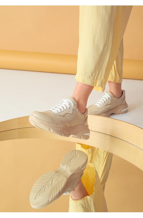 Кожаные легкие весенние женские кроссовки с перфорацией
