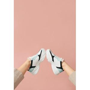 Кроссовки белые с черным женские