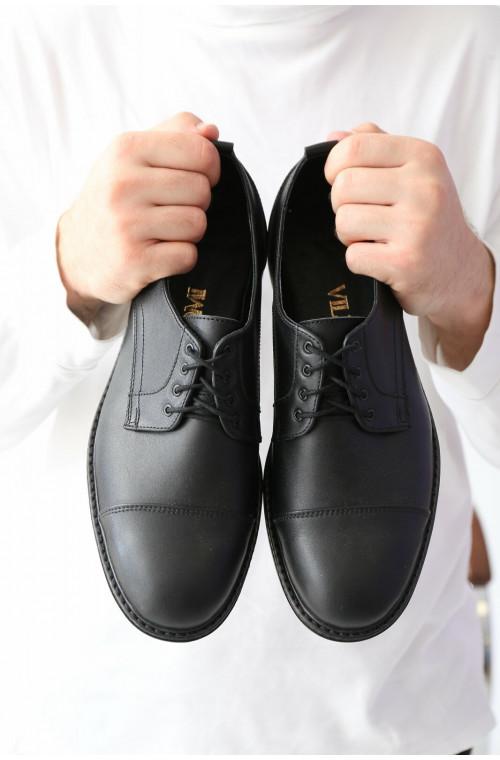 Кожаные классические мужские туфли на каблке