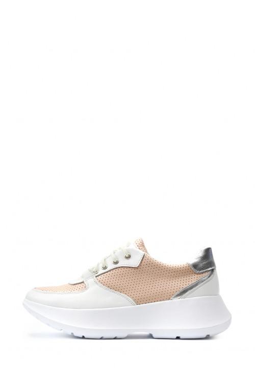 Кожаные пудровые кроссовки на светлой подошве