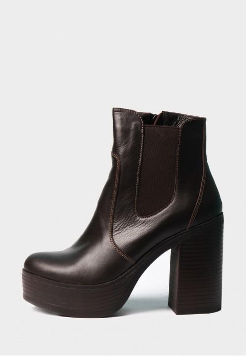 Коричневые ботинки на резинке