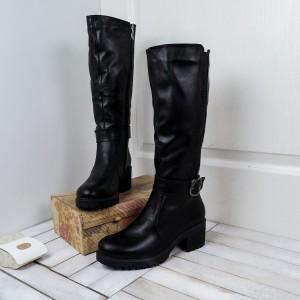 Зимние сапоги с блестящей вставкой на каблуке