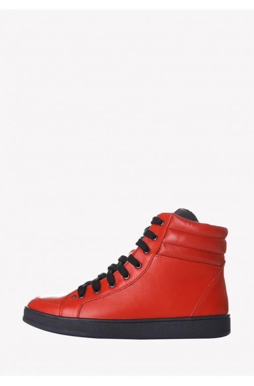 Стильные красные ботинки демисезонные