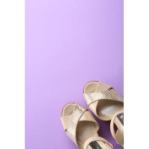 Босоножки светлые на высоком каблуке