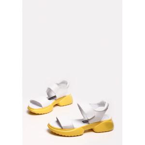 Белые босоножки из натуральной кожи на желтой подошве
