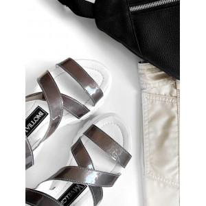 Серые босоножки с лакированными пряжками