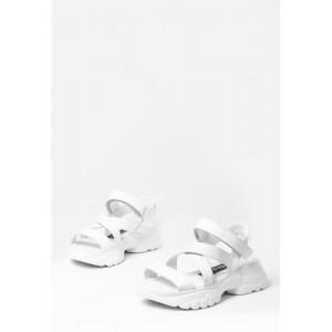 Кожаные белые босоножки с пряжками