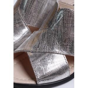 Кожаные шлепанцы на каблуке