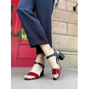 Босоножки на широком каблуке