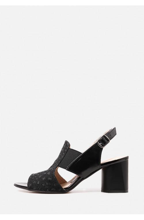 Кожаные темные босоножки на каблуке