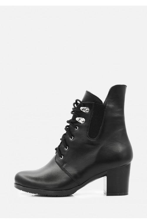 Классические черные кожаные женские ботинки на каблуке