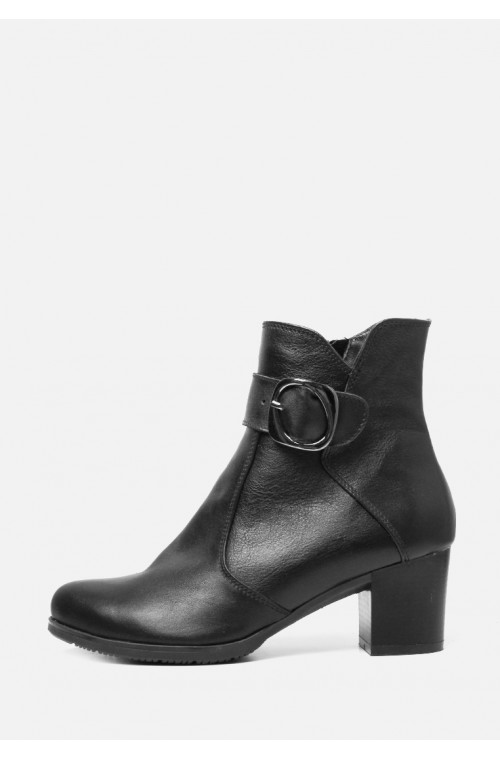 Демисезонные кожаные черные ботинки на каблуке