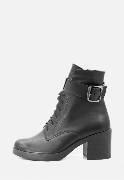 Зимние ботинки на широком каблуке