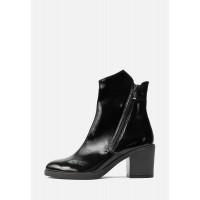 Черные лаковые ботинки на небольшом каблуке