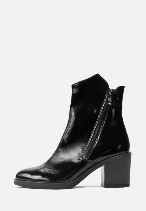 Кожаные лаковые ботинки черного цвета