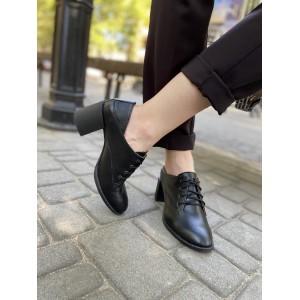 Кожаные закрытые туфли на широком каблуке