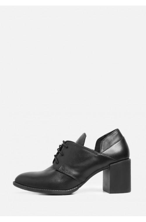 Стильные закрытые кожаные туфли на толстом каблуке