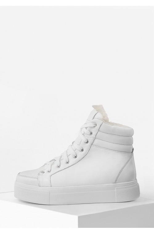 Теплые зимние кожаные ботинки белого цвета