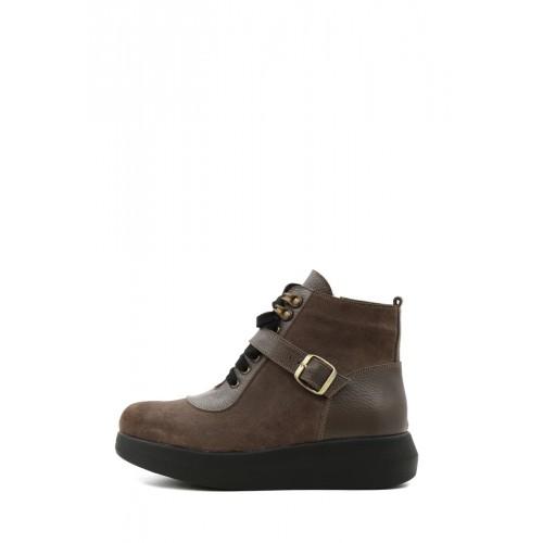 Короткие зимние ботинки коричневого цвета