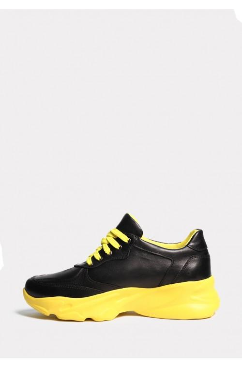Кожаные черные кроссовки на желтой подошве