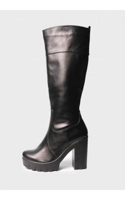 Кожаные сапоги на высоком каблуке с протекторной подошвой