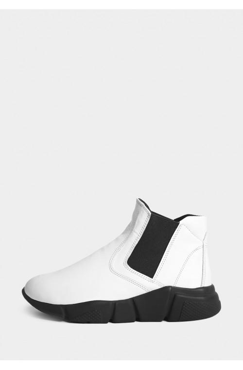 Модные белые кожаные ботинки