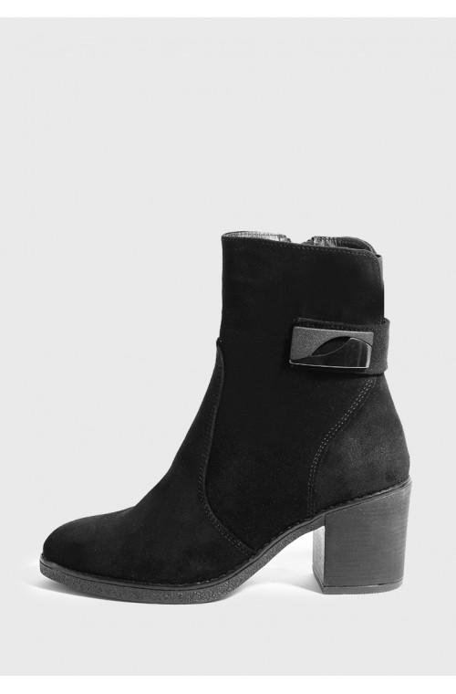 Классические черные ботинки на невысоком каблуке