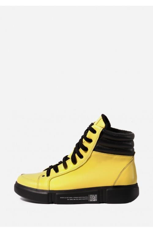 Спортивные ботинки желтого цвета