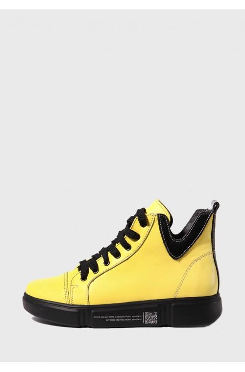 Яркие желтые ботинки на шнуровке