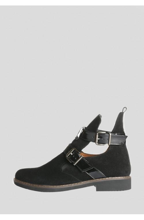 Черные замшевые ботинки на низком ходу с пряжками