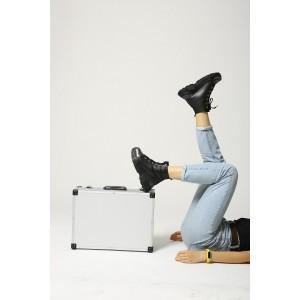 Зимние кожаные массивные женские ботинки