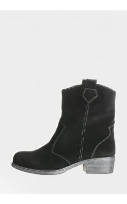 Стильные замшевые женские ботинки с широким голенищем