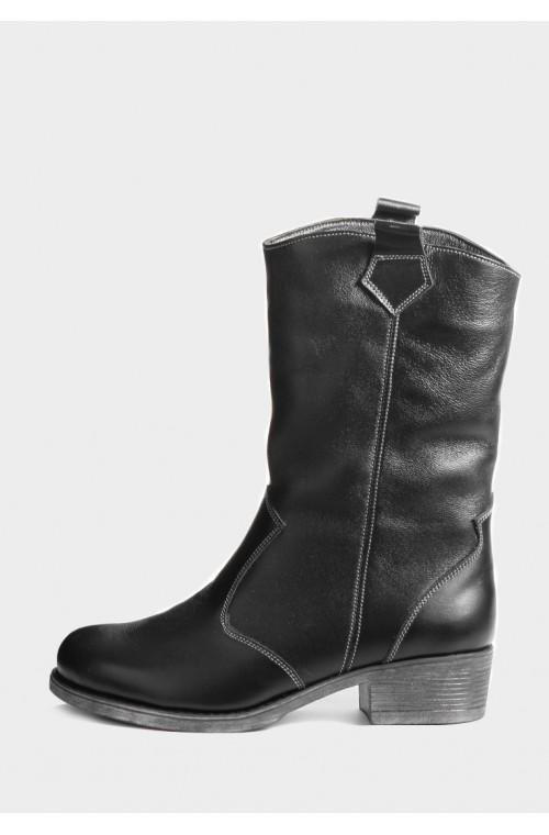 Кожаные высокие ботинки на зиму с широким голенищем