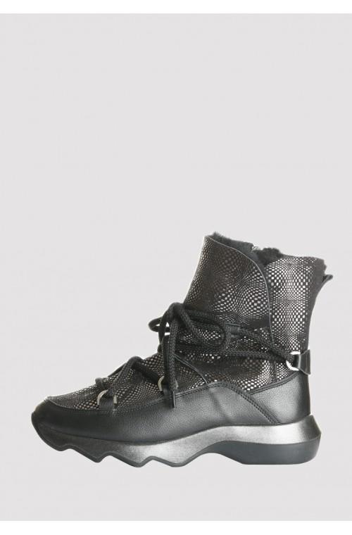 Женские ботинки на цигейке и рельефной подошве