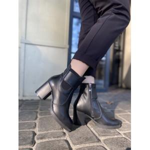 Стильные кожаные ботинки черного цвета