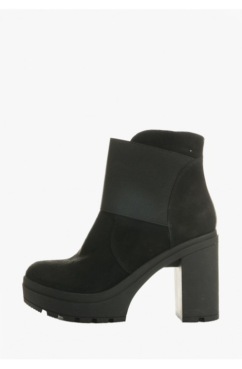 Замшевые  ботинки на каблуке