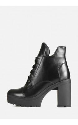 Кожаные зимние женские ботинки на высоком каблуке