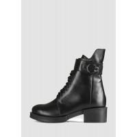 Стильные кожаные зимние ботинки с пряжкой на небольшом каблуке