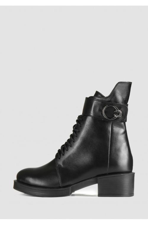 Демисезонные ботинки из натуральной кожи на небольшом каблуке
