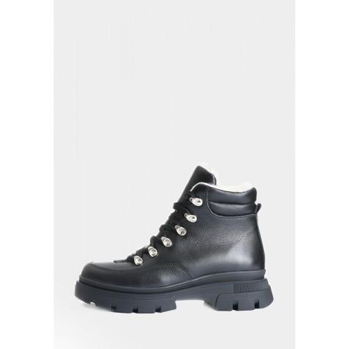 Кожаные ботинки черного цвета на овчине