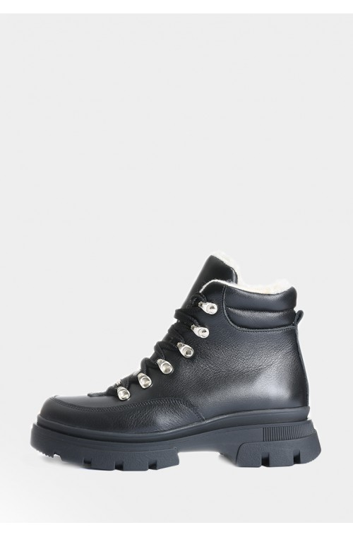 Кожаные короткие ботинки черного цвета на овчине
